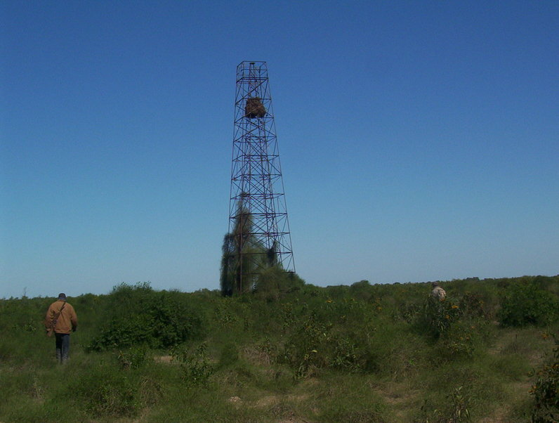 Torre IGM (Argentina) a 1200m de la confluencia. Tower IGM at 1200 mts from CP