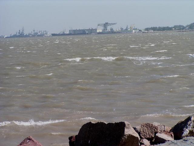 strong gale winds over the Bahia Blanca and Puerto Belgrano