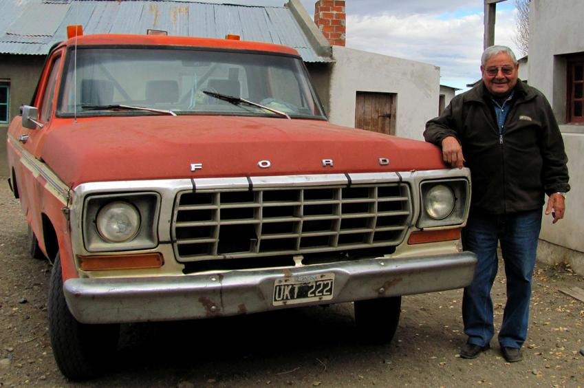 Don Pocho y su Ford 80 / Mr. Pocho and his 1980 Ford