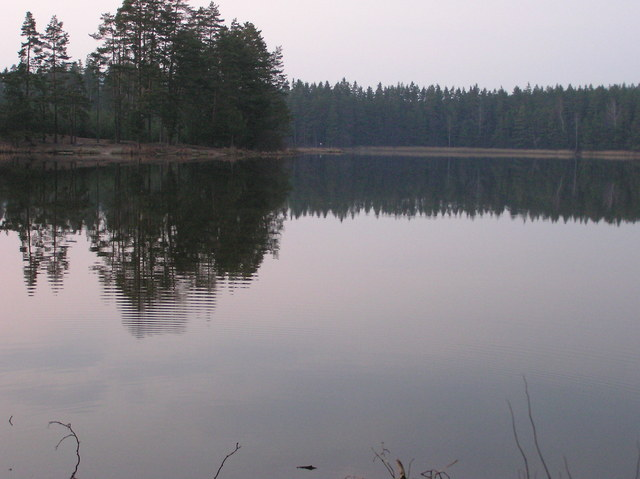The small lake, just West of the confluence point