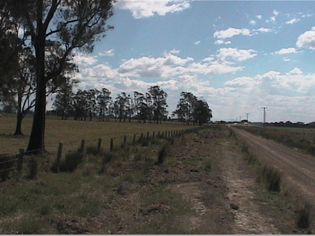 Access is easy along a good dirt road only a kilometre off the bitumen.