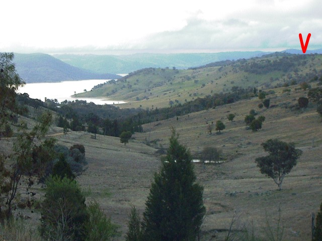 The waters of Wyangala Dam make a pleasant backdrop when approaching the Confluence from the south.