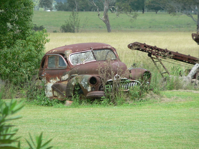 A very rusty old vintage car