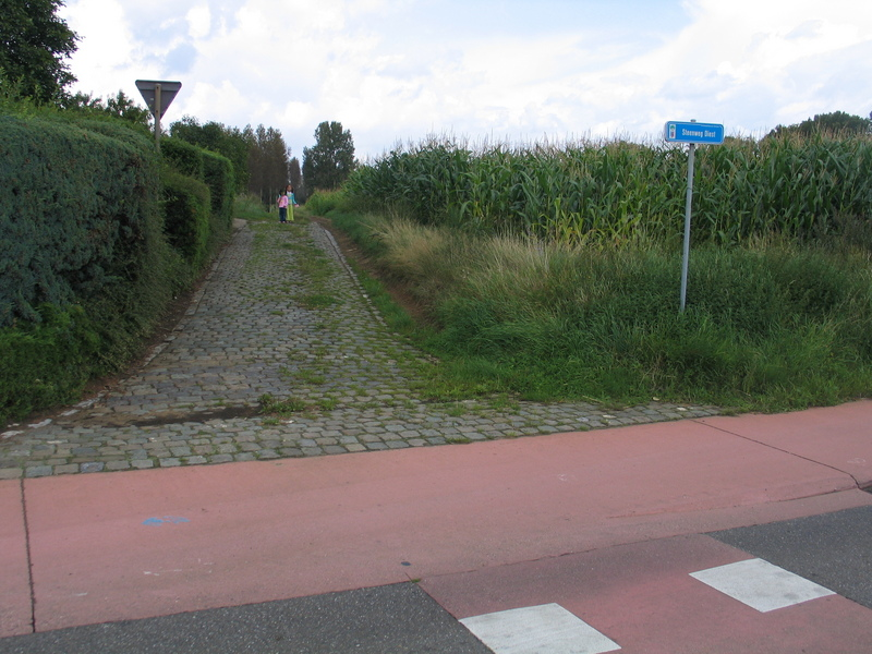Start of the path on Steenweg Diest