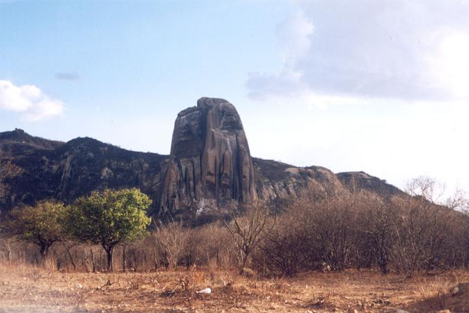 Pedra da Andorinha (<i>Swallow Rock</i>) gets its name from the birds that nest in its crests, and is situated a few kilometers from the confluence