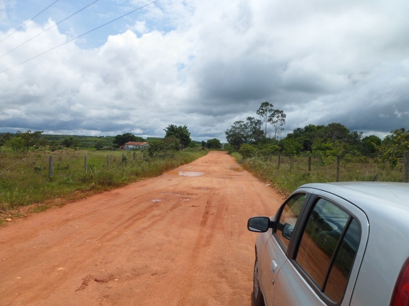 Estrada de terra que dá acesso à confluência - dirt road that headed to the confluence