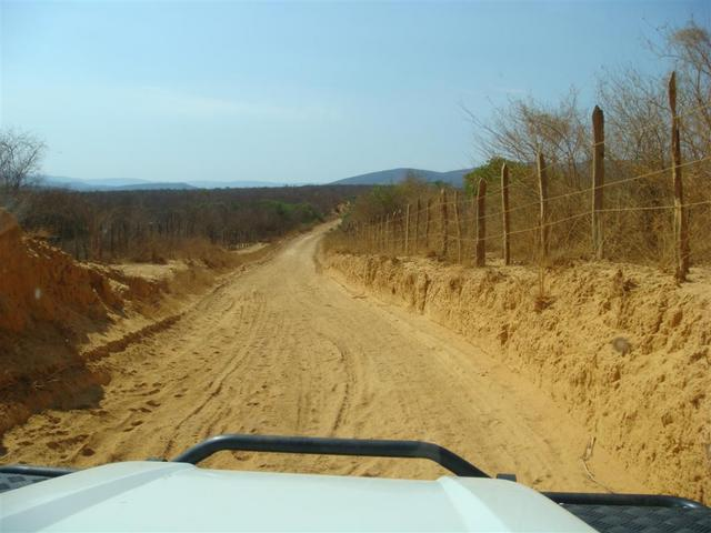 Estrada com poeira fina como talco. Very dusty road.