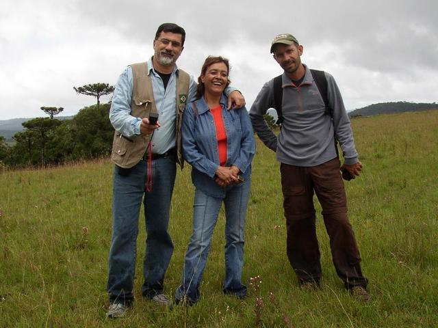 EX_S29W050 (HUNTERS).JPG -- The hunters J.Carlos, Eurídice and Evandro.