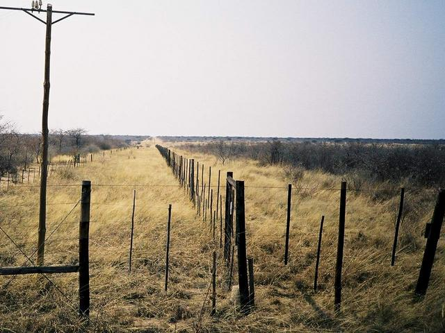 Border fence taking a right angle turn