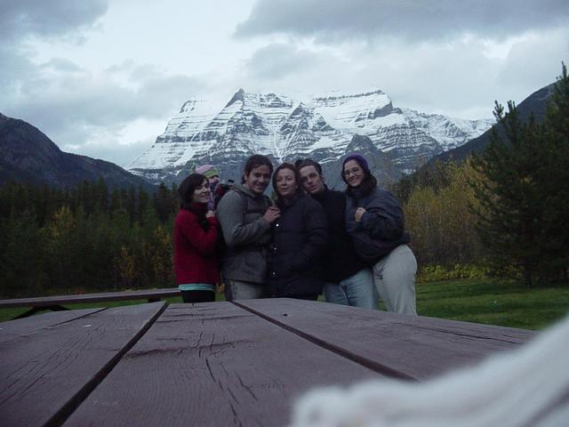 Foto del grupo en el cercano Mt. Robson. / The group's picture at near by Mt. Robson