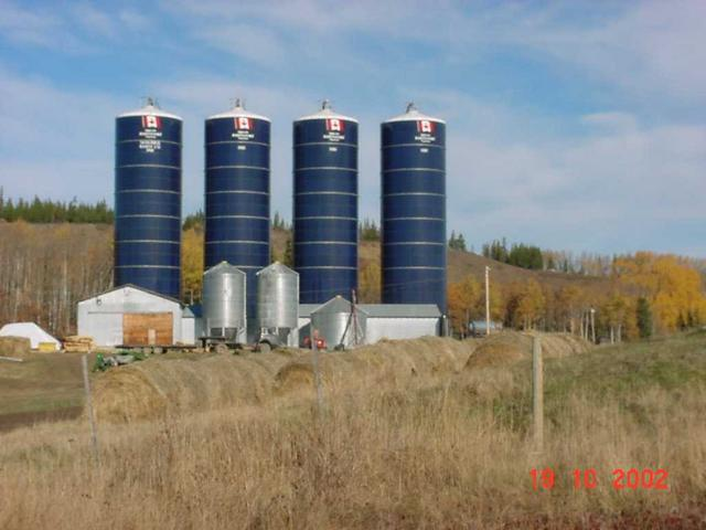 Silos on farm, confluence right behind when on Tatalrose road