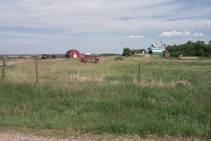 A typical Saskatchewan farm ... this one just one kilometer east of the confluence.