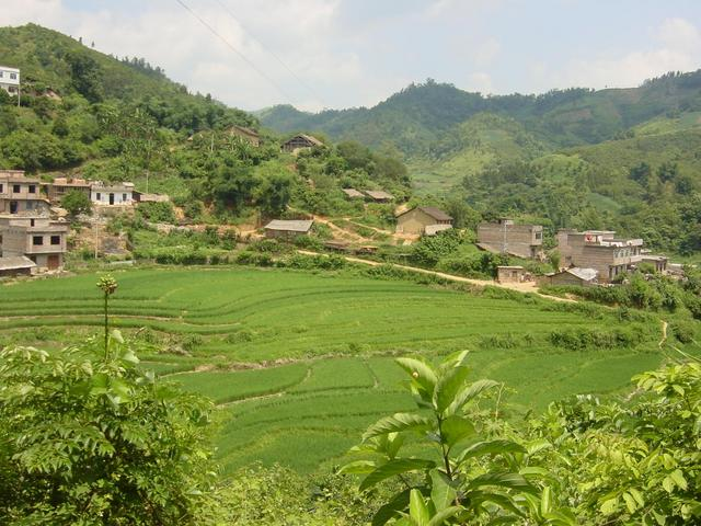 Village of Namin, 2.1 kilometres south of the confluence