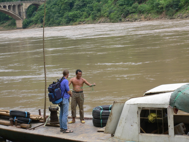 Targ consults the ferryman on the Běipán River in Yánjià Township.