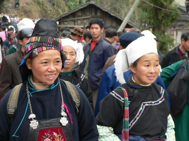 Miao (left) and Shui minority women in Dayu Township.