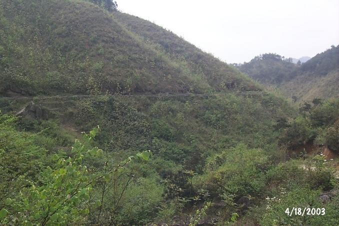 Long aqueduct that began at the side of the track, and appeared to snake its way around the hills pretty much towards the confluence, some 750 metres to the west