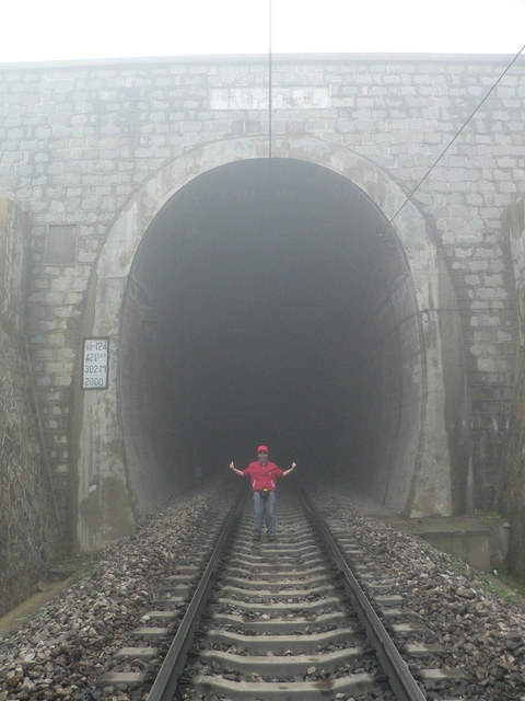 Chánghǎizǐ railway tunnel, within 100 m of the confluence, which is off to the right (SE).