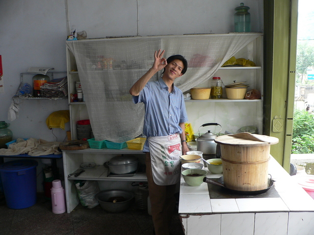 The restaurant owner in Bìjié who hates Americans.