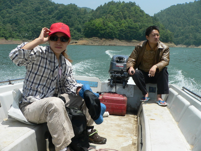 Ah Feng and Yuán Chāngchāng on the boat.