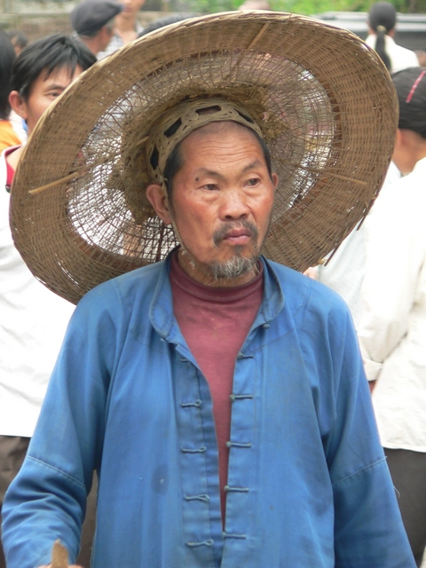 Man with enormous hat in Shāgōu.