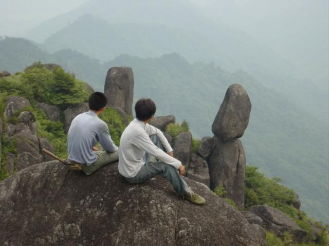 Xie Huangpeng (left) and Huang Kangjun contemplating journey back