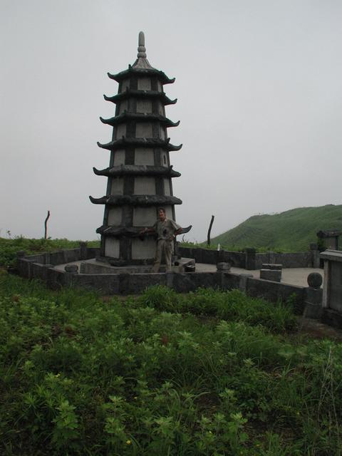 The pagoda at Long Jiao Shan