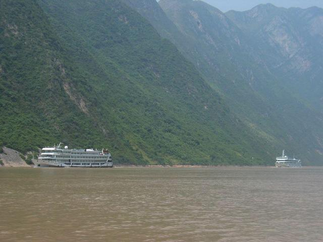 Cruise ships in the Three Gorges
