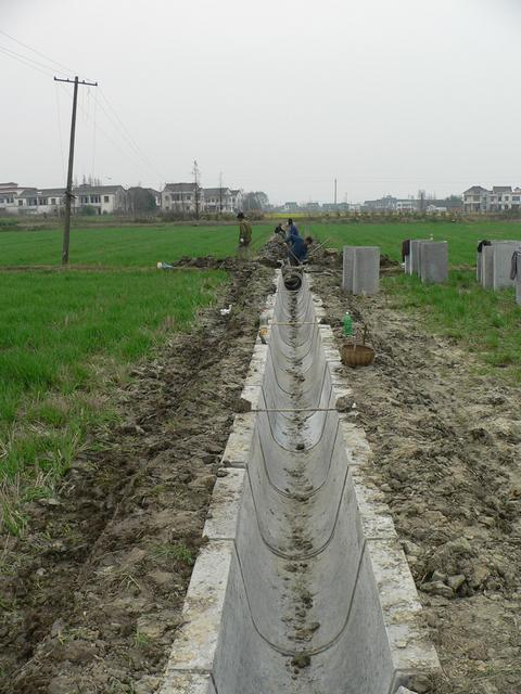 Concrete ditch being laid just to the east of the confluence