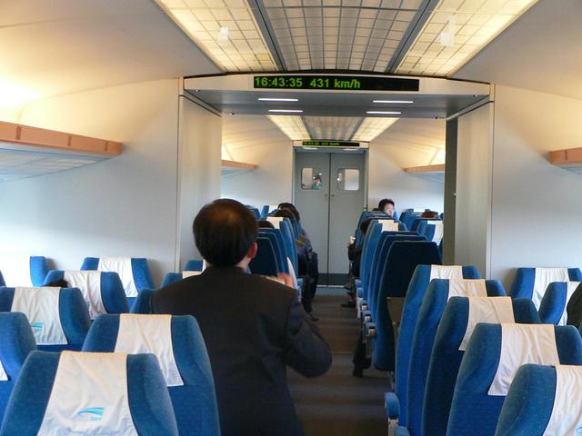 Shanghai Maglev Train travelling at 431 km/h