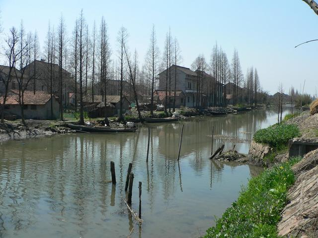 Canal running alongside Lianxin Road