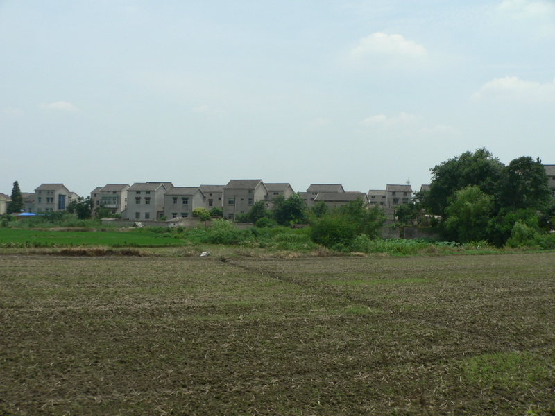 Looking back towards the nondescript houses of Mengmu Village