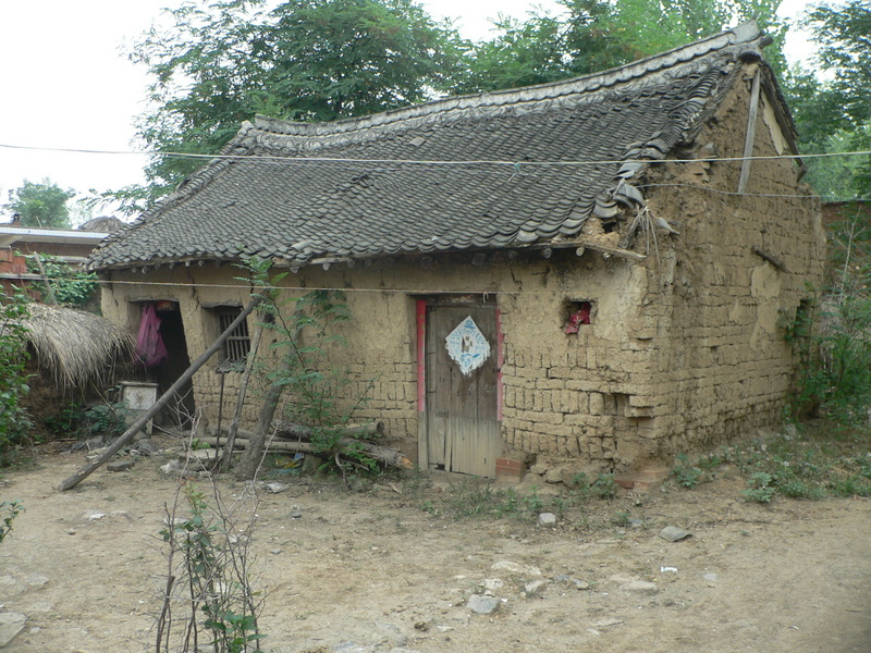 Mud house in the village where we turned left onto a dirt road