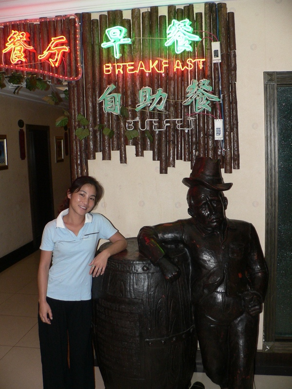 Ah Feng and friend at the entrance to the Hóngdá Lóngmén Hotel's buffet breakfast
