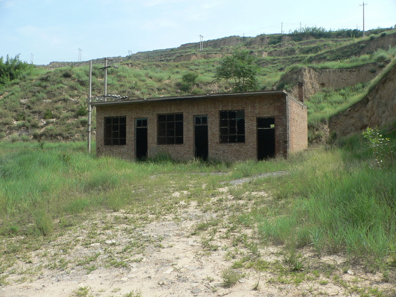 Abandoned brick building at commencement of track