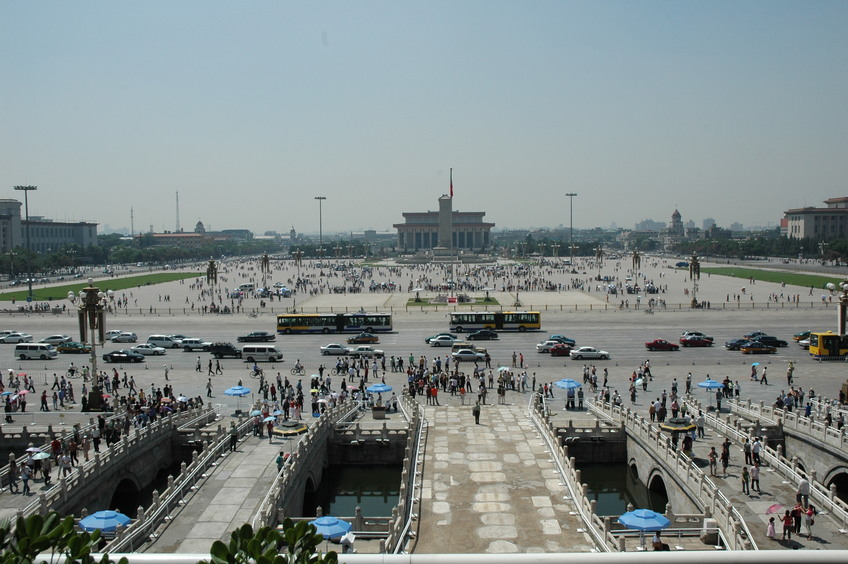 A full view of the Tiananman Square - the marker located at far end behind Mao's Mausoleum in the center