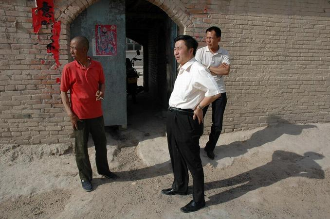 Dr Xu visiting with the farmer who lives nearest to the confluence point