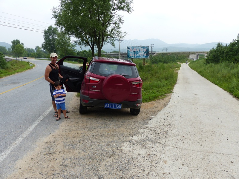 Our parking spot on the main road, 80 metres north of the confluence
