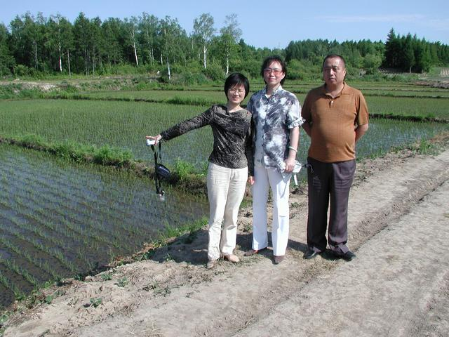 R to L - Wei Xiaoyu, and 2 first time line hunters: Zhang Yeli and Xiao Miao
