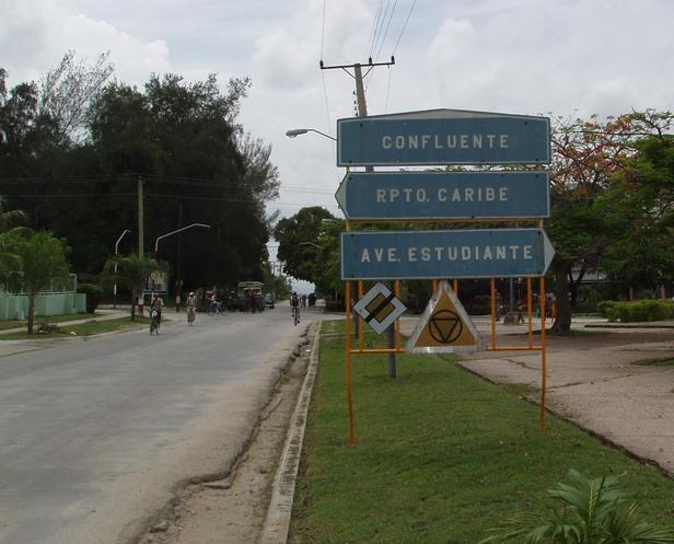 Road sign in front of Hotel Guantánamo