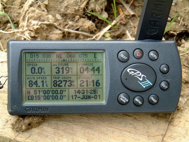"The screen of the GPS reading N51°00'00.0"" E015°00'00.0"""