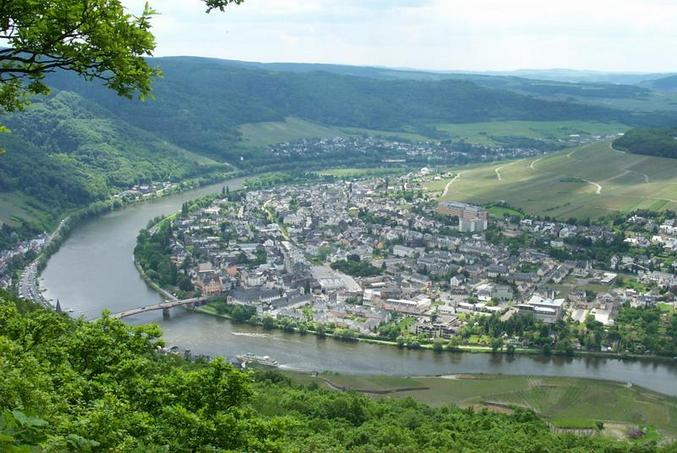Scenic view to the Mosel river / Blick auf die Mosel