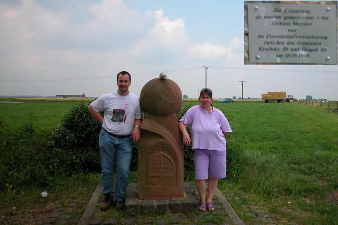 Renate & Michael at the nearby monument / Renate und Michael am nahegelegenen Denkmal