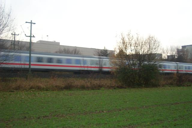 An ICE-train passing / Ein ICE rauscht vorbei