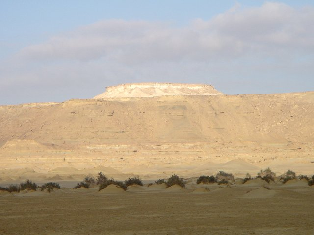 The magnificent Qattāra scarp from 30N 27E