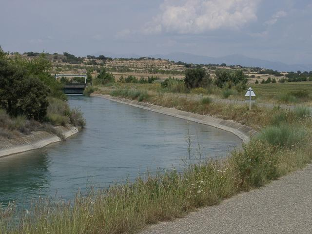 Irrigation canal / Canal de riego