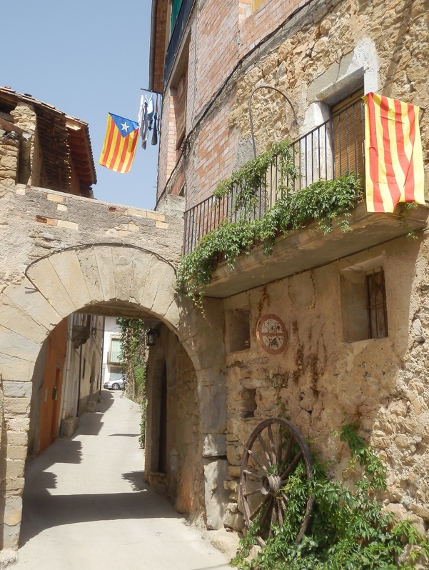 Alley in Santa Maria de Meià