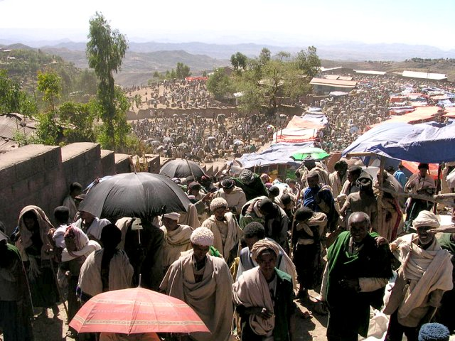 Lalibela Market Day: 1st January 2005 (23-04-1997 in the Ethiopian calendar)