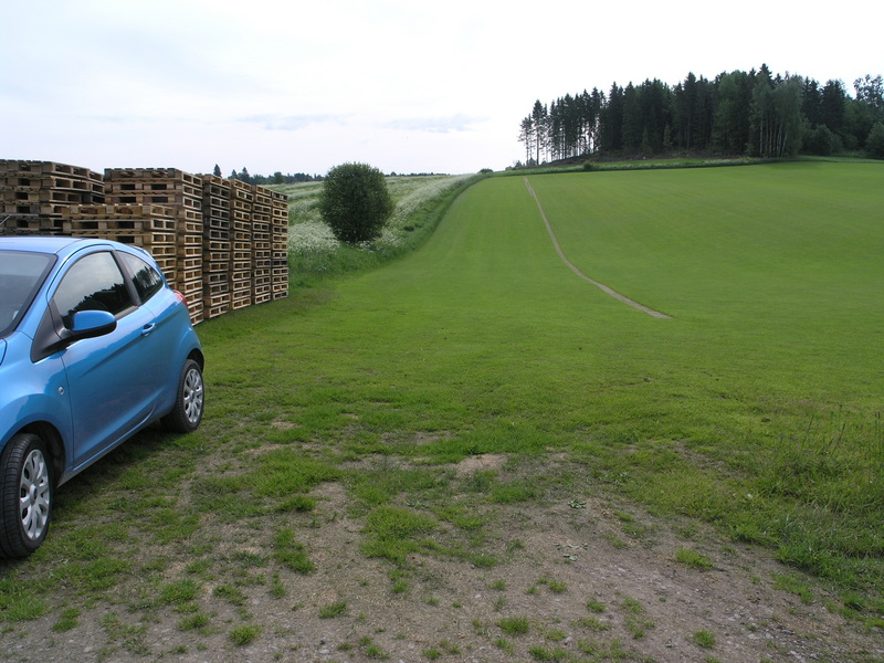 Parking close to the lawn plot