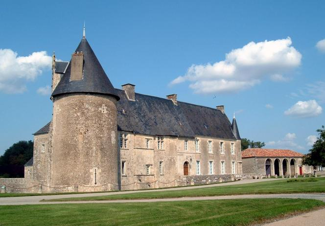 Chateau of Saveille, about 10 km north of confluence