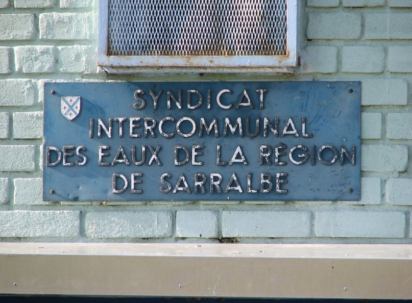 "The plate on the water tower (""Intercommunal Water Syndicate of the Sarralbe Region"")"